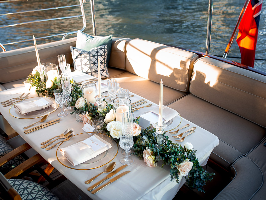 Bourne Luxury Boat With Beautiful Dining Etiquette